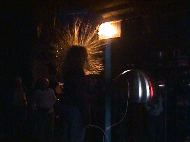 Electrostatic Fluid Accelerator : Van de graaf generator
